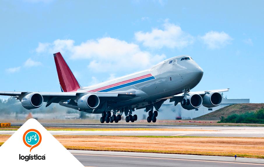 ¿Cómo se calcula el flete en el Transporte Aéreo Internacional?
